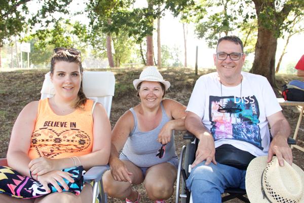 Coralie, Christine et Jean-Michel Dumas, bénéficiaires de Saint-Brieux © Noémie Coppin/ccas