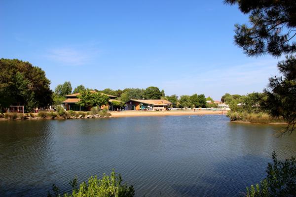 Vue sur la Lagune et le centre d'Arès©N.Coppin/ccas