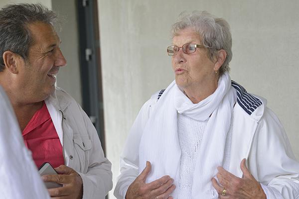 """Avant la rencontre """"officielle"""", Michel Barthas, secrétaire général de la CCAS, écoute les requêtes de Geneviève Bouteiller, 84 ans, bénéficiaire de Rouen ©D.Delaine/ccas"""