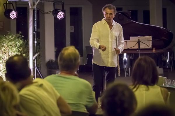 Jean Ferrandis devant le public © Eric Raz/ccas