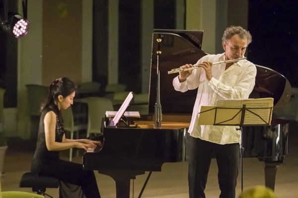 Le duo Qiaochu Li au piano et Jean Ferrandis à la flûte traversière © Eric Raz/ccas