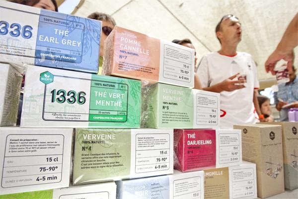 Vente de thés a Marinca © Philippe Marini/ccas