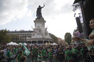 Une marée verte déferle place de la République © Julien Millet/ccas