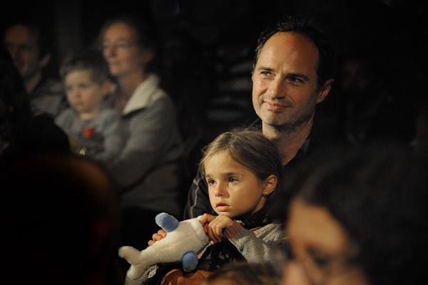 Sébastien Colin et sa fille Emma, 8 ans, bénéficiaires de Moret-sur-Loing, CMCAS Seine-et-Marne © Joseph Marando/ccas