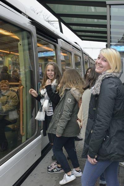 Le tramway pour tous nos déplacements © Didier Delaine/ccas