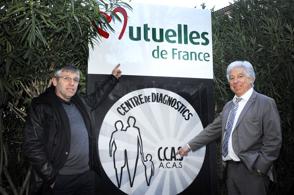 Michaël Fieschi et Jean-Claude Eyraud, président de la Mutuelle d'Action Sociale 04-05, lors du transfert de gestion du CDS de Manosque, le 19 février 2016 © Joseph Marando
