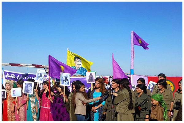 Le 3 mars dernier, au Kurdistan irakien, près de Kirkuk, des membres de l'Organisation des femmes libres au Kurdistan (RJAK) retrouvent des combattantes de la guérilla et font une déclaration commune à la presse © DR