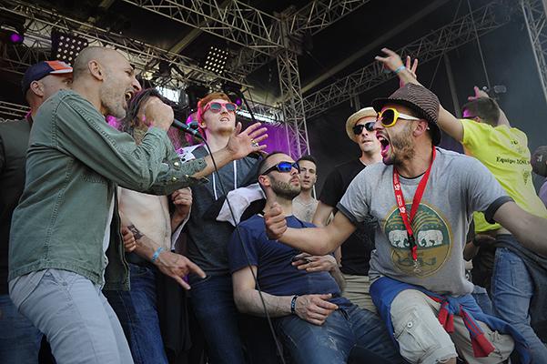 Le groupe No One is Innocent sur la grande scène.Le chanteur a invité le public pour danser et l'accompagner sur la scène©J.Marando/ccas