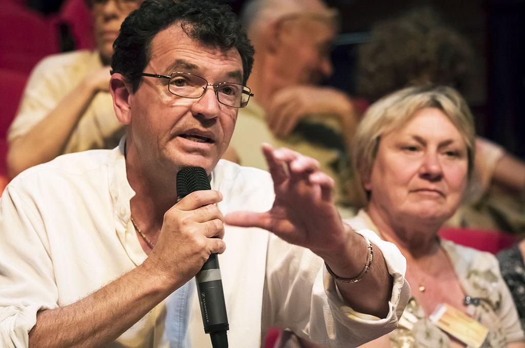Le public de Visions sociales participe aux débats. © Eric RAZ/CCAS