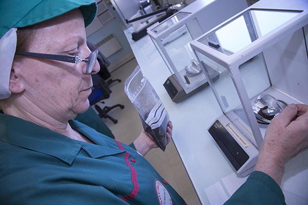 Marie Sasso effectue une batterie de test ©E.Raz/ccas