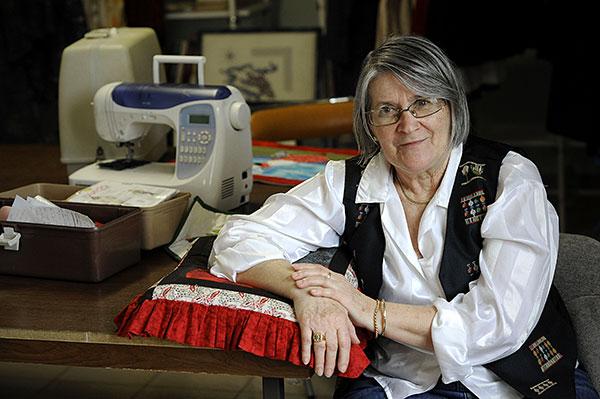 Elyse Llilio, professeure de l'atelier couture et travaux d'aiguilles (de l'atelier jeux d'aiguilles) © Joseph Marando