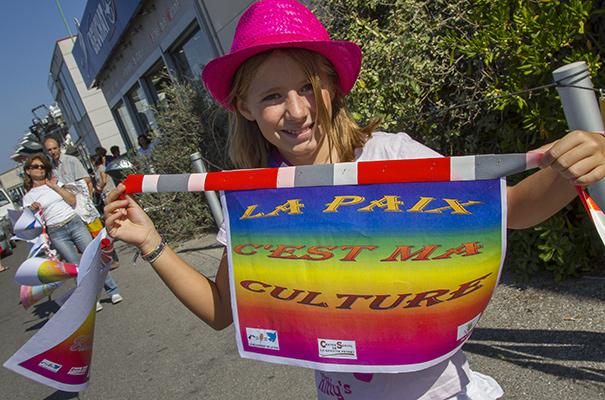 "La chaîne humaine: ""La paix, c'est ma culture""©E.Raz/ccas"