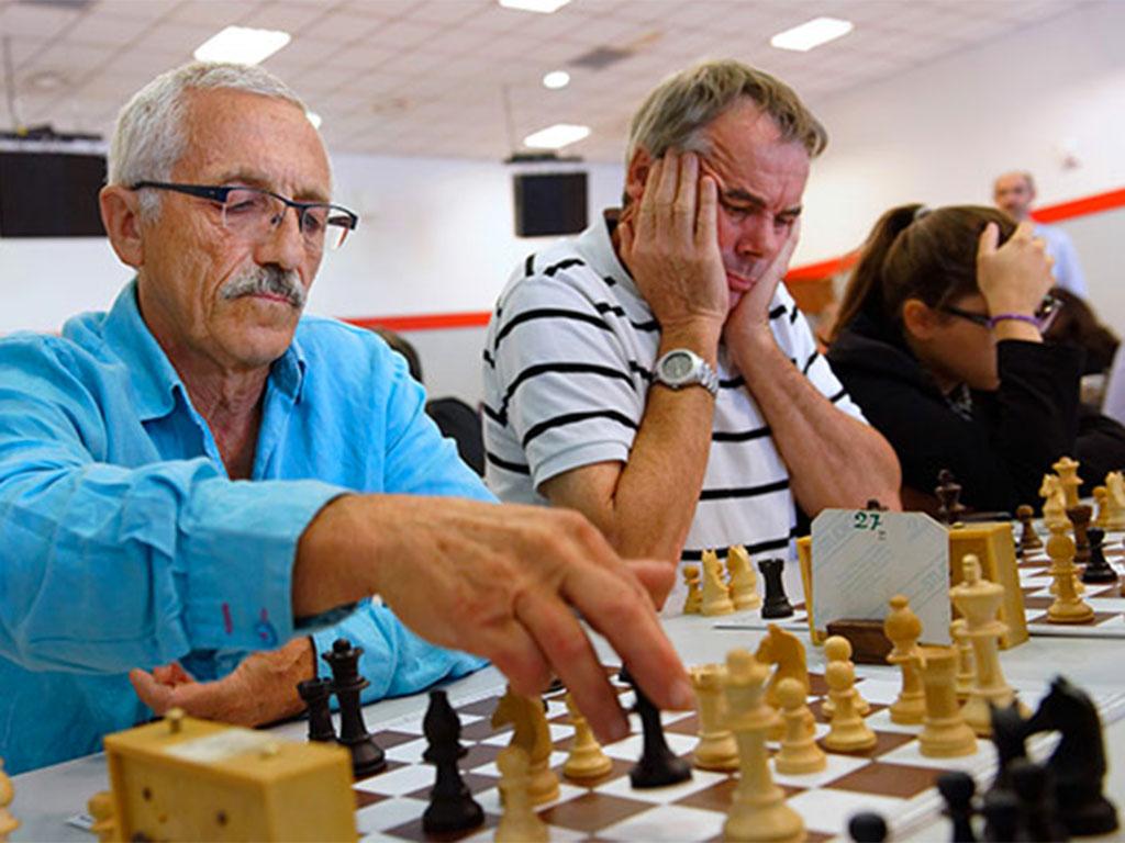 Pierre Aliphat, agent EDF en inactivité, s'est fait ambassadeur du noble jeu, ici aux 12es Rencontres nationales et internationales d'échecs. © B.DeCamaret/CCAS