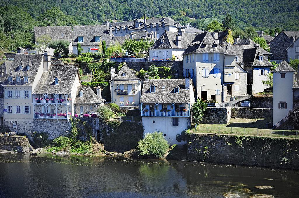 Argentat, sur les rives de la Dordogne. © J.Marando/ccas