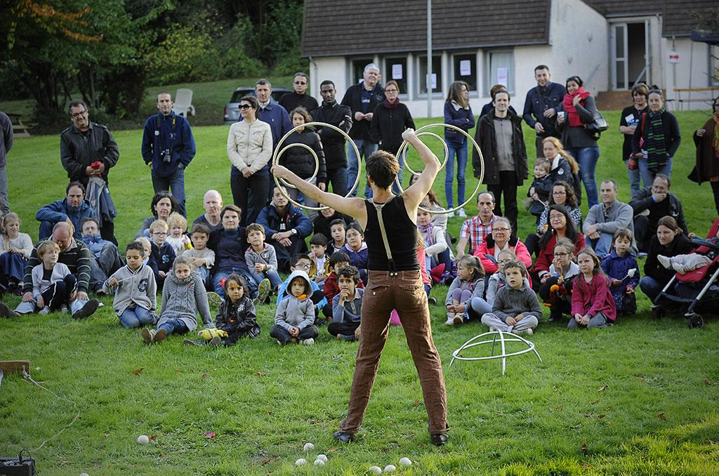 Présenté en 2015, le spectacle Opticirque par la Compagnie Longshow (Seine-Saint-Denis) © J. Marando/CCAS