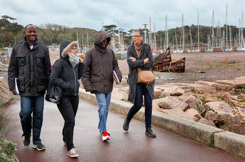 Marine et Agnès accompagnent Ibrahim et Mustapha pour leur premier cours. ©C.Crié/CCAS