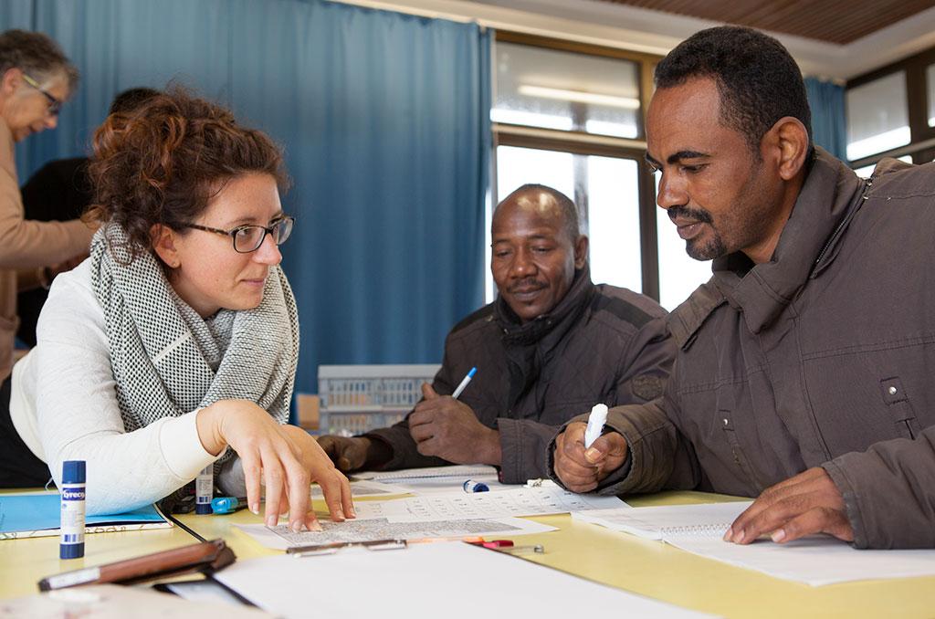 Réunion d'information menée par Sandrine Silvaire de l'association COALLIA auprès des bénévoles du collectif 'Les Gens Heureux'. ©C.Crié/CCAS