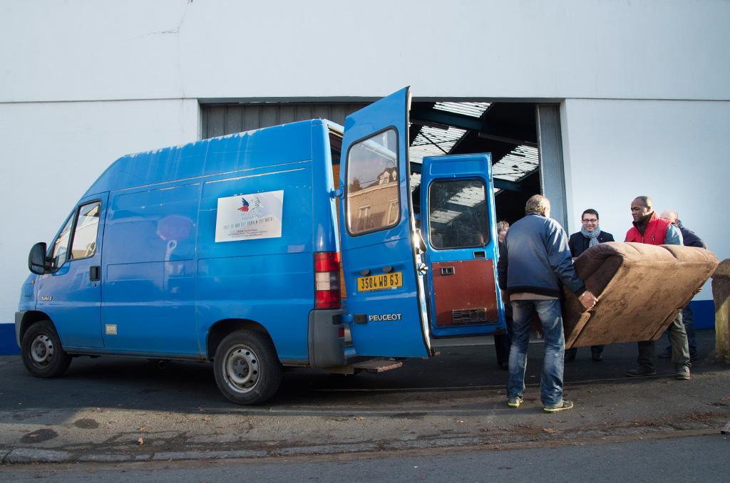 La camionnette bleue du Secours Populaire de Givet (Ardennes) ©J.Millet/CCAS