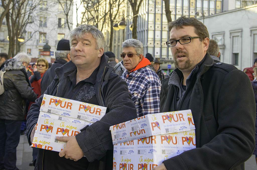 Jean-François Coulin & Nicolas Cano lors de la journée d'action organisée le 19 janvier 2017 à l'occasion de la dernière réunion de la Commission Paritaire de Branche dans le cadre des négociations sur les activités sociales. ©D.Delaine/CCAS