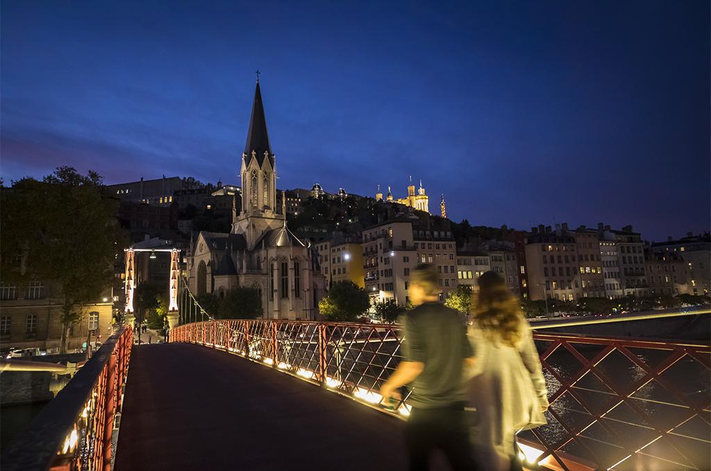 Enjambant la Saône, la passerelle Saint-Georges dans le quartier du Vieux Lyon. ©Eric Raz/CCAS