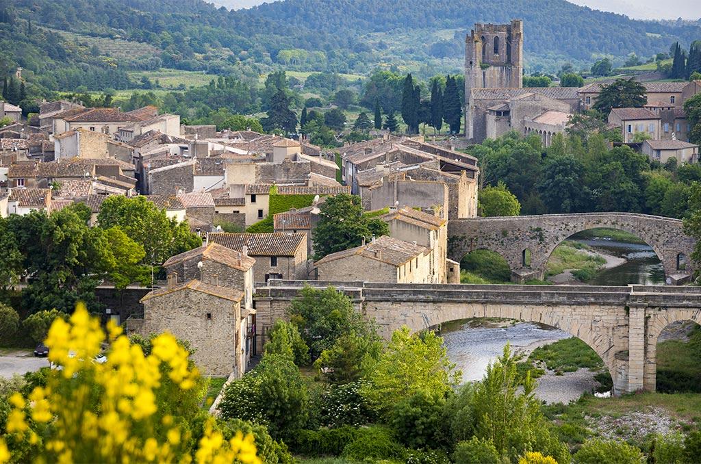 Le village médiéval de Lagrasse, à 6 km de Camplong d'Aude, fait partie du réseaudes plus beaux villages de France. ©Eric Raz/CCAS