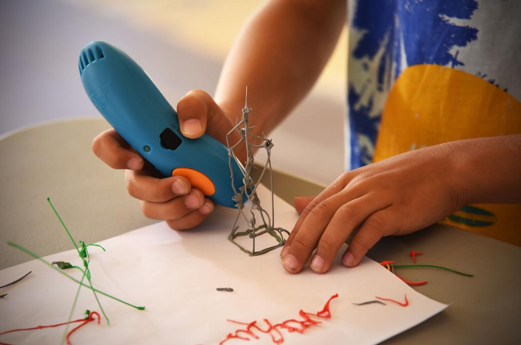 """Imprimante, scanner et stylo 3D, atelier robotique... Tout le monde peut devenir un """"maker"""" et fabriquer des objets."""