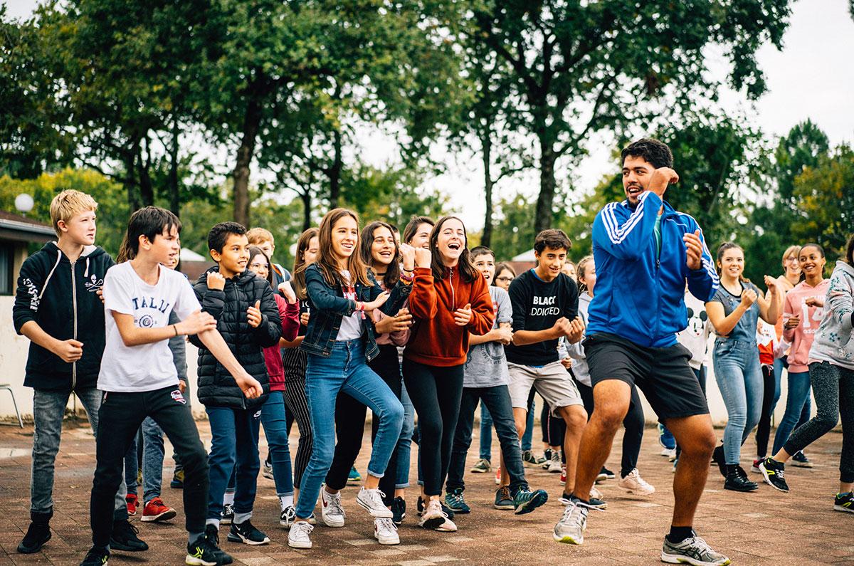 Avant ou après le rugby, les jeunes entament une petite danse. Colo 12-14 Passion Sport à Soulac (Gironde), octobre 2019.
