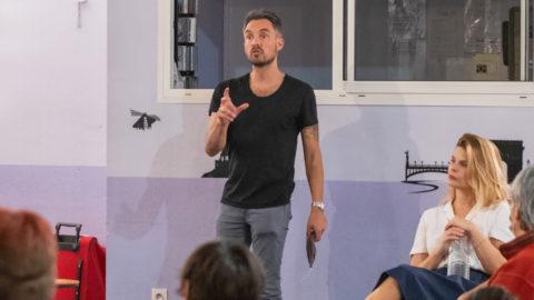 """Le metteur en scène Nicolas Kerszenbaum présente la pièce """"Ping-pong (de la vocation)"""" au village vacances d'Anglet, en octobre dernier. ©Didier Delaine/CCAS"""